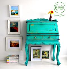Be inspired by Chalk Paint® decorative furniture paint, fabric and upcycling projects from Annie Sloan and her Painters in Residence from around the world. Annie Sloan Painted Furniture, Annie Sloan Paints, Chalk Paint Furniture, Cabinet Furniture, Furniture Makeover, Furniture Decor, Bright Painted Furniture, Turquoise Furniture, Annie Sloan Farbe