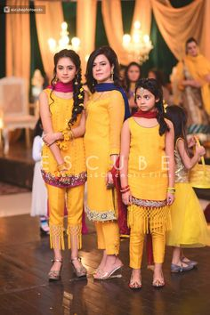 Pakistani Mehndi Dress, Simple Pakistani Dresses, Bridal Mehndi Dresses, Indian Wedding Gowns, Pakistani Wedding Outfits, Bridal Dress Design, Pakistani Dress Design, Pakistani Wedding Dresses, Indian Gowns