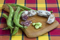 Fresh #beans could be a perfect #vegetarian #food but in #Liguria these are traditionally accompained with a slice of #salami