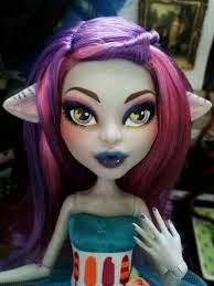 cam werewolf repaint by SentinelDeMilo on DeviantArt Monster S, Monster High Dolls, Monster High Custom, Monster High Repaint, Pretty Dolls, Custom Dolls, Ooak Dolls, Werewolf, Halloween Face Makeup
