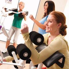Kobiety ćwiczące na maszynach FitCurves