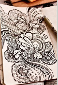 I can't believe that people all over the world make similar doodles. zentangle ideas for large scale doodles! Mandalas Painting, Mandalas Drawing, Zentangle Patterns, Zentangles, Doodle Patterns, Easy Patterns To Draw, Easy Zentangle, Mandala Pattern, Mandala Design