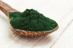 The health benefits of spirulina are undeniable. Spirulina is hailed as a superfood that promotes body and brain health. Lemon Benefits, Coconut Health Benefits, Freezing Lemons, Spirulina Powder, Wellness Mama, Green Algae, Stomach Ulcers, Types Of Tea, Natural Cures