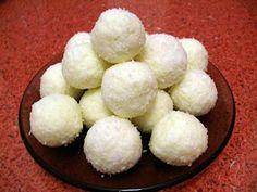 RAFFAELLO- Ne trebuie: 1 pachet de unt (la temp camerei) 250 g zahar pudra 200 g lapte praf 2 plicuri de vanilie 250 g nuca de cocos Cum se face: Se freaca untul cu z