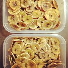 I've been making these banana fruit snacks (aka banana chips) a lot recently for my son and husband to eat for snacks. They both love them so much that they seem to fly out of the pantry faster than I can make them! I have been offering these to my. Homemade Banana Chips, Dehydrated Banana Chips, Dried Banana Chips, Dehydrated Food, Banana Recipes, Banana Fruit, Banana Bread, Banana Snacks, Raw Banana