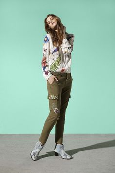 White long-sleeved shirt with a spring-inspired print