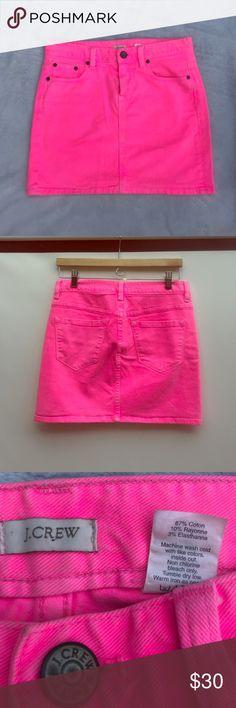 J.Crew Hot Pink Demin Skirt 💗 Sz 26 Add a POP of color with this cute J.Crew Hot Pink Demin Skirt 💗 Sz 26. 87% cotton, 10% rayon, 3% elastane. Good condition! J. Crew Skirts
