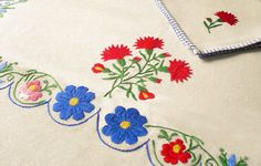 Embroidered cotton table linen | lapety.com