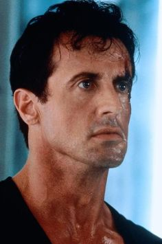 Sylvester Stallone stars as Judge Dredd in the 1995 sci-fi action film 114734 Sylvester Stallone, Judge Dredd Movie, Nova Tv, Punisher Marvel, Star Wars, 90s Movies, Rocky Balboa, Action Film, Comic Book Heroes