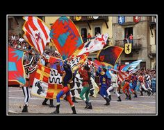 Flags and costumes of Arezzo