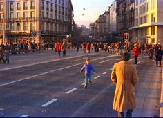 Genève, 25 Novembre 1973 - Premier dimanche sans voitures sur le Pont du Mont Blanc 05/05
