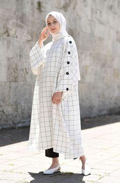 Plaid and Stripped Dress Inspiration for Hijabies – Girls H Modern Hijab Fashion, Muslim Women Fashion, Islamic Fashion, Fashion Mode, Abaya Fashion, Modest Fashion, Fashion Dresses, Fashion Muslimah, Mode Abaya