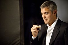 Eco coffee pods made from bamboo and paper are set to take on the popular George Clooney endorsed Nespresso coffee capsules in order to provide a greener alternative to the market. Coffee Farm, Coffee Pods, Coffee Beans, George Clooney, Nespresso, Starbucks, Doi Song, Actrices Sexy, Richard Gere