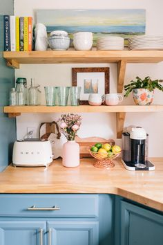 Kitchen Remodeling: Choosing Your New Kitchen Cabinets - Kitchen Remodel Ideas Home Decor Kitchen, Interior Design Kitchen, Diy Kitchen, Home Kitchens, Diy Home Decor, Smeg Kitchen, Pastel Kitchen Decor, Kitchen Ideas, Wooden Kitchen