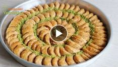 Moon Baklava with 2 ornaments, easier than ever before - Bayram Baklavası Yummy Recipes, Best Dinner Recipes, Dessert Recipes, Yummy Food, Desserts, Turkish Baklava, Sweet & Easy, Turkish Recipes, Ethnic Recipes