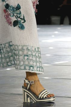 Chanel Spring 2013 Ready-to-Wear Fashion Show Details