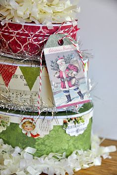 Love the pennants and scalloped edges!  ♥