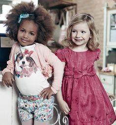 BOLERO LACINHOS E FLORES ROSA MOMI Companheiro inseparável dos dias frios, o bolero deixa o look mais delicado e feminino. Esse tem as características preferidas das meninas, rosa, lacinhos e flores.