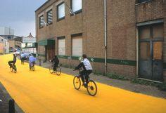 Florentijn Hofman: 'Yellow Street' (2003) in Schiedam (NL).