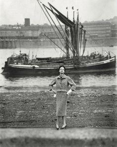 Nena von Schlebrugge, photo by Norman Parkinson for Vogue UK Sept. 1957