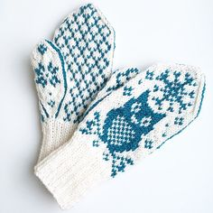 Vinterugle - - Owl mittens for grown-ups! We all need some wisdom in our lives, so why not add some with mittens? Knitted Mittens Pattern, Knitting Paterns, Knit Mittens, Knitted Gloves, Knitting Stitches, Knitting Socks, Free Knitting, Knitting Projects, Baby Knitting