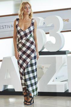 Sienna Miller in Victoria Beckham