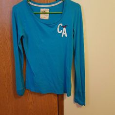 Long sleeved shirt for ladies Hollister long sleeve shirt. Worn but in excellent condition Hollister  Tops Tees - Long Sleeve
