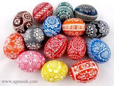 Pisanki kurze drapne 1, 2015. Polish Easter, Egg Dye, Ukrainian Easter Eggs, Easter Egg Crafts, Egg Decorating, Easter Recipes, Pebble Art, Doodle Art, Arts And Crafts
