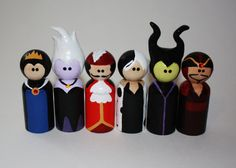 Disney Villains hand painted Peg Dolls Cake by TheTinyPaintBox Wood Peg Dolls, Clothespin Dolls, Doll Crafts, Diy Doll, Pintar Disney, Wooden Pegs, Kokeshi Dolls, Disney Crafts, Disney Villains