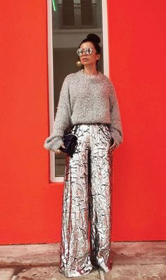 Light up your holiday party with wide-legged silver pants and a fuzzy sweater. Light up your holiday party with wide-legged silver pants and a fuzzy Looks Street Style, Looks Style, Street Style 2017, Street Styles, Mode Outfits, Fashion Outfits, Womens Fashion, Fashion Pants, Party Outfits