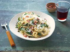 Cook like a winning competitor with the all-new #Chopped Dinner Challenge. First up: Spaghetti with Greens and Bacon.