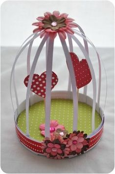DIY fête des grand-mères - Une cage à coeurs - Not Wonder Woman - Best Ideas Diy And Crafts, Crafts For Kids, Paper Crafts, Grandmother's Day, Birthday Gifts For Grandma, Inexpensive Gift, Mothers Day Crafts, Camping Crafts, Valentines Diy