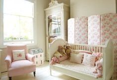 chambre petite fille romantique avec meubles et déco shabby chic