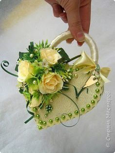 Flower Girl Basket, Flower Boxes, Flower Crafts, Flower Art, Valentine Crafts, Valentines, Ring Pillow Wedding, Chocolate Bouquet, Crepe Paper Flowers