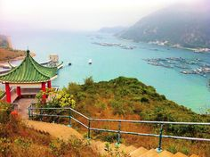 Continuation of my Hong Kong tb series; Hong Kong is not all noise and skyscrapers. Lamma Island is the perfect getaway if you want to escape the busy streets of HK to inhale pure nature air and see beautiful sights! Lamma island is also known as Pok Liu Chau/Pok Liu it's the third largest island in Hong Kong! I made this photo while hiking in the mountains which was amazing!  #hongkong #lammaisland #hk #hkigers #travelasia  #lonelyplanet #traveling #vacation #backpacking #instatravel…