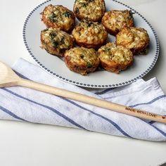 Tuňákové muffiny s bazalkou