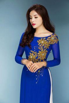 Hoa hậu Kỳ Duyên biểu cảm đa dạng với áo dài xuân