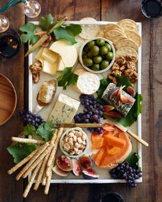 How to Assemble the Perfect Fall Cheese Board It's not a party unless there's a cheese board involved! This season, I'm pulling out all the stops and breaking it down so we can all make the perfect fall cheese board. While cheese is the most i… Thanksgiving Appetizers, Appetizers For Party, Appetizer Recipes, Vegetarian Appetizers, Cheese Appetizers, Party Recipes, Fall Recipes, Food Platters, Cheese Platters