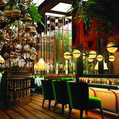 Amazónico, Madrid, by Lázaro Rosa-Violán. Interior Design Magazine, Bar Interior Design, Restaurant Interior Design, Cafe Interior, Design Hotel, Cafe Design, Interior Design Inspiration, Eclectic Restaurant, Restaurant Interiors