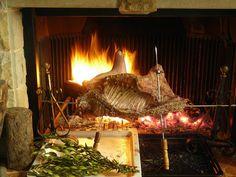 Porceddu al forno – Sardijns speenvarken uit de oven Indoor, Bulletin Board, Invitation, Kitchen, Home Decor, Food, Italia, Hama, Interior
