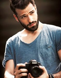 They sure can be, as many perfect beard styles for teenagers are popping up every year for each season. To help you decide which beard style suits you, we Latest Beard Styles, Beard Styles For Men, Hair And Beard Styles, Hair Styles, Great Beards, Awesome Beards, Moustaches, Greek Men, Perfect Beard