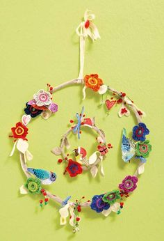 Paint birds with watercolors to make this gheerful wreath from South Africa.