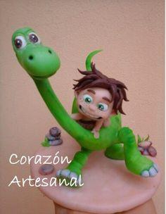 Cosas lindas Arlo Und Spot, The Good Dinosaur, Disney Cakes, Pasta Flexible, Cold Porcelain, Peter Pan, Tinkerbell, Biscuit, Fondant
