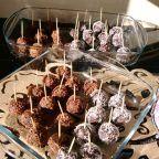 Çikolatalı Top Tarifi nasıl yapılır? 9.485 kişinin defterindeki Çikolatalı Top Tarifi'nin resimli anlatımı ve deneyenlerin fotoğrafları burada. Yazar: Elif Atalar