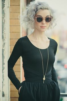 Love this from her curls to her glasses. Effortless