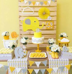 New Baby Shower Ideen Elephant Theme Gender Neutral Ideen - Baby shower ideas Deco Elephant, Elephant Party, Elephant Birthday, Elephant Theme, Elephant Baby Showers, Baby Shower Yellow, Baby Shower Niño, Gender Neutral Baby Shower, Baby Shower Themes