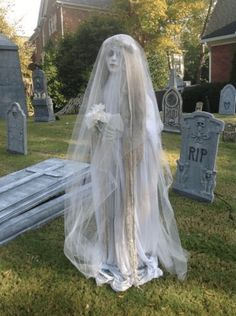 40 Stunning Creepy Outdoor Halloween Decorations Ideas You Never Seen Before