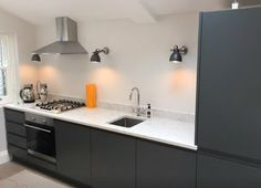 Graphite dark grey handleless kitchen in a matte finish. Howdens Kitchens, Handleless Kitchen, Ikea, Diy Kitchen, Kitchen Interior, Kitchen Ideas, Replacement Kitchen Doors, Dark Grey Kitchen Cabinets, Layout