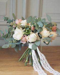 "95 tykkäystä, 2 kommenttia - @littleweddingfactory Instagramissa: ""Garden rose bouquet 🌿 . . . #bridalbouquet #weddingbouquet #weddingflowers #gardenrosebouquet…"""