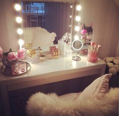 Elegant Makeup Room Checklist & Idea Guide for the best ideas in Beauty Room decor for your makeup vanity and makeup collection. Decoration Inspiration, Room Inspiration, Decor Ideas, My New Room, My Room, Sala Glam, Make Up Tisch, Rangement Makeup, Make Up Storage